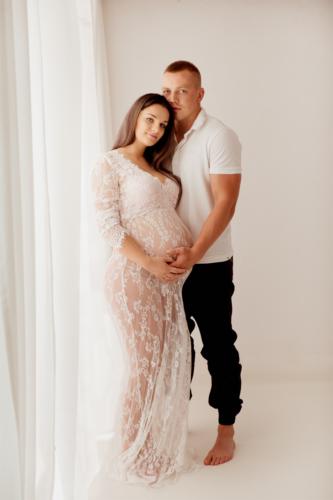 konwalijka-fotografia-ciazowa-sanok-fotograf-rodzinny-sesja-ciążowa-studio-boho-w-bieli9