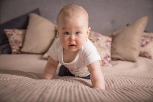 konwalijka_fotografia_dziecieca_sanok_rodzinna_lifestyle_sesja_w_domu_klienta_newborn_baby1