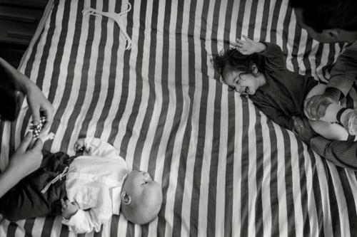 konwalijka_fotografia_dziecieca_sanok_rodzinna_lifestyle_sesja_w_domu_klienta_newborn_baby10