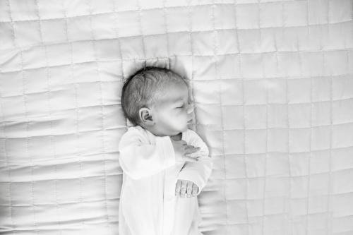 konwalijka_fotografia_dziecieca_sanok_rodzinna_lifestyle_sesja_w_domu_klienta_newborn_baby12